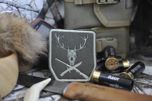 Шеврон Веселый роджер охотника