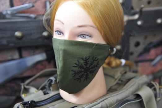"Маска для лица многоразовая с вышивкой ""Шлем ужаса"""