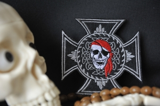 Шеврон Череп крест