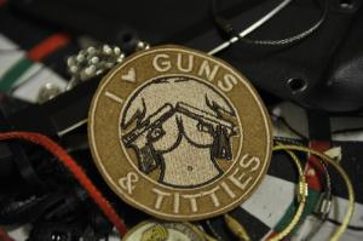 "Шеврон ""GUNS TITS"""