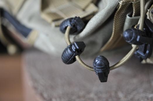Карабин для шнурков, веревок, резинок.